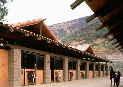Middle Ranch Stables
